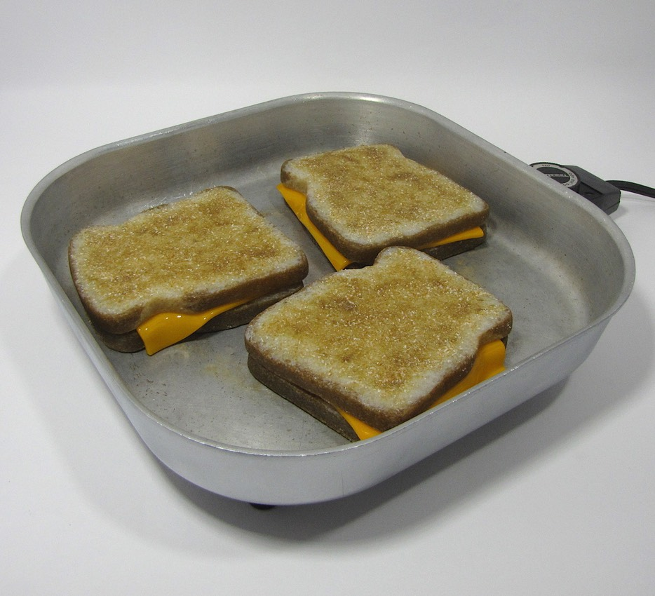 Halloween grilled cheese small res